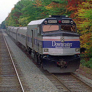 Amtrak_downeaster_ocean_park_2005_cropped